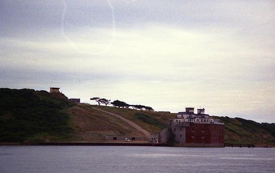 ワイト島側、ソレント海域西側の水道、守りの拠点。