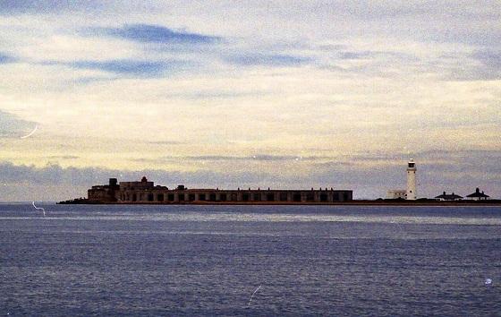 本土側、ソレント海域西側の守りの要塞跡。